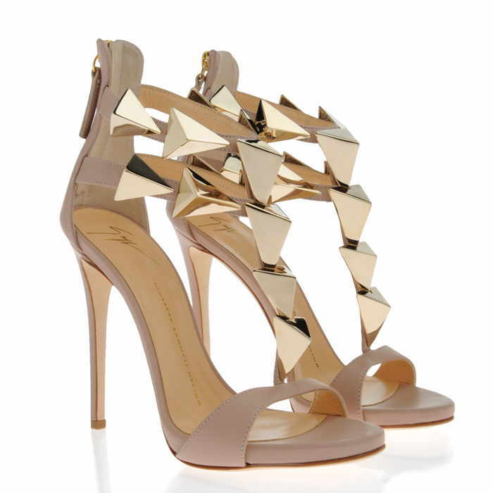 The new European and American fashion girl gold leaf leather sandals hollow black gold Huoyanshan